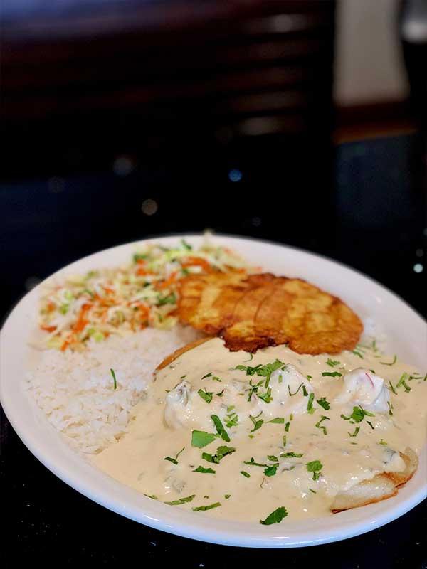 Filete-de-pescado-con-salsa-de-camarones
